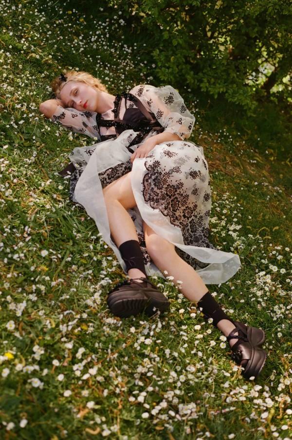 Thea Lewis-Yates Stylist 2197